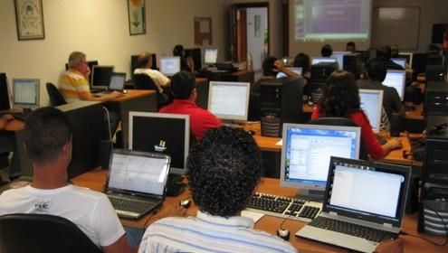 Curso de aplicaciones informáticas necesarias para la gestión de explotaciones agrarias y ganaderas.