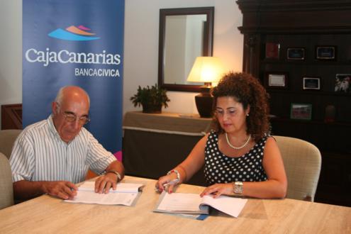Acto de firma de convenio CajaCanarias-ADER La Palma