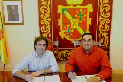 Momento de la firma del convenio de colaboración entre el Ayuntamiento de San Andrés y Sauces y el Cabildo de La Palma.