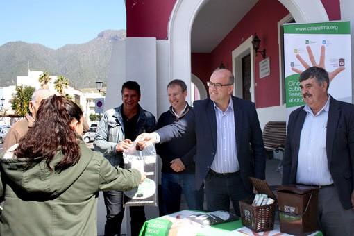 Los vecinos de El Paso reciben compost elaborado en el Complejo Ambiental de Los Morenos con residuos orgánicos