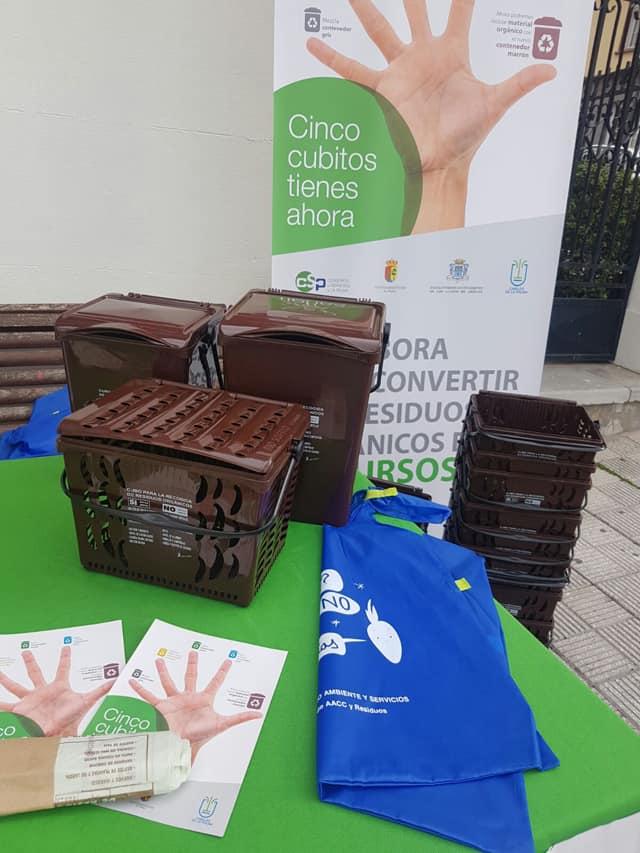 El stand para la recogida del kit de materia orgánica amplia una semana más su presencia en El Paso