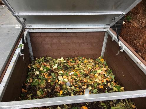 El punto de compostaje comunitario de Puntallana recogió 384 kilos de residuos orgánicos en su primer mes de funcionamiento