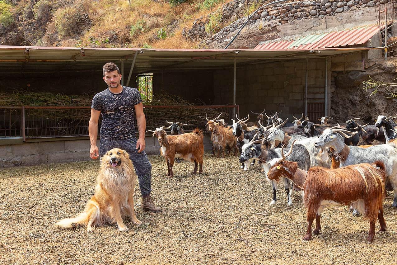José Eduardo Rodríguez Cruz asume las riendas de la granja familiar y garantiza su continuidad.